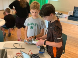 Children making robotic car
